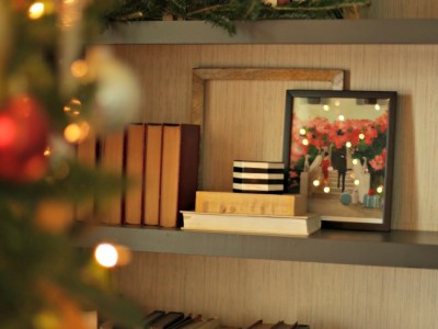 Christmas Bookshelf Styling Tips