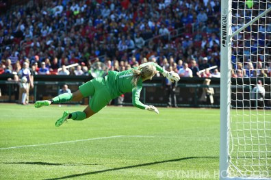 New Zealand's Erin Nayler stretches for the ball during the USA-New Zealand friendly on April 4, 2015.