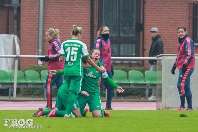 SV Werder Bremen celebrates their equalizer goal against FFC Frankfurt.