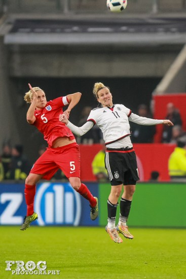 Stephanie Houghton (ENG) and Anja Mittag (GER).