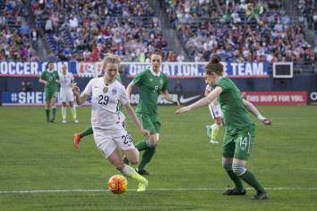 Sam Mewis (29) on the ball while Karen Duggan and Jessica Gleeson defend.