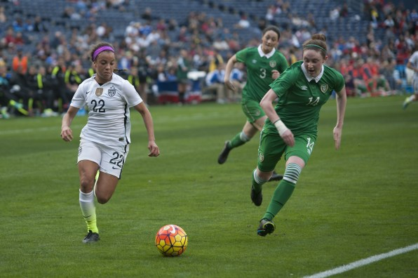 Mallory Pugh on the ball and Jessica Gleeson (14).