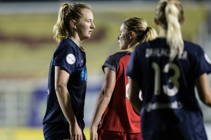 Sam Mewis and Amandine Henry get to know one another (Shane Lardinois).