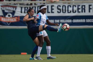 Abby Erceg gets a leg up on Chioma Ubogagu. (Shane Lardinois)