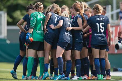 North Carolina Courage huddle. (Shane Lardinois)