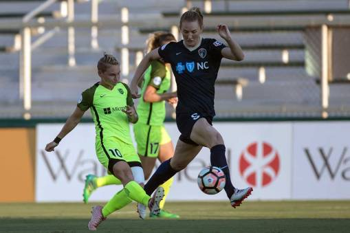 A study in vertical contrasts between Jess Fishlock and Sam Mewis. (Shane Lardinois)