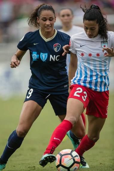 North Carolina's Lynn Williams and Chicago's Christen Press. (Shane Lardinois)