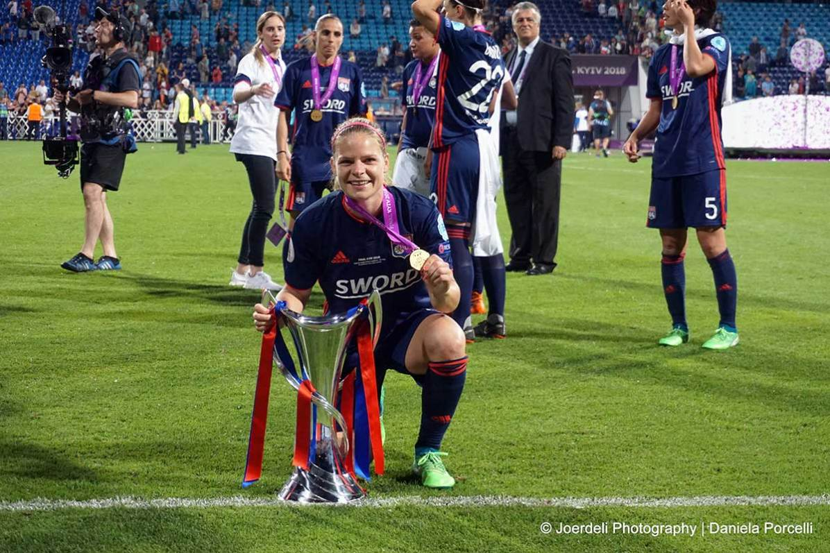 Eugénie Le Sommer with the 2018 Champions League trophy. (Daniela Porcelli)
