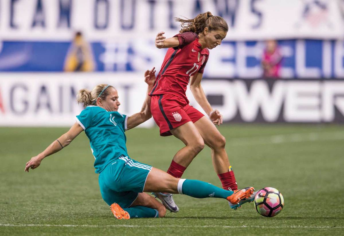Tobin Heath of the U.S. Women's National Team, avoiding a tackle. (Brad Smith /ISI)