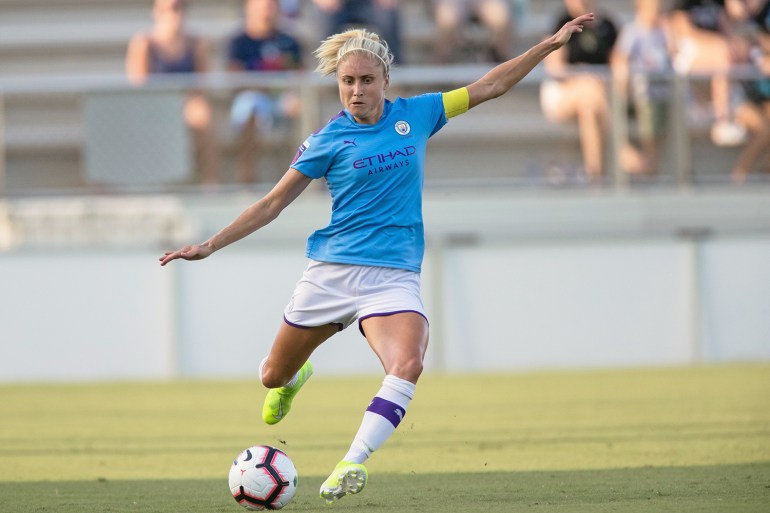 Manchester City's Steph Houghton preparing to kick the ball. (Shane Lardinois/OGM)