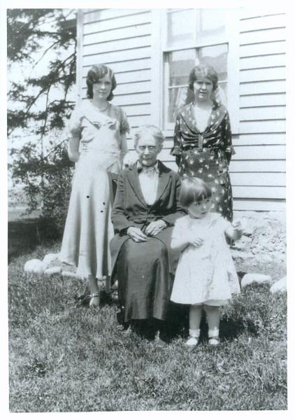 Marie Kidder, Idell Fisher, Rachel Dennis and Lois Kidder