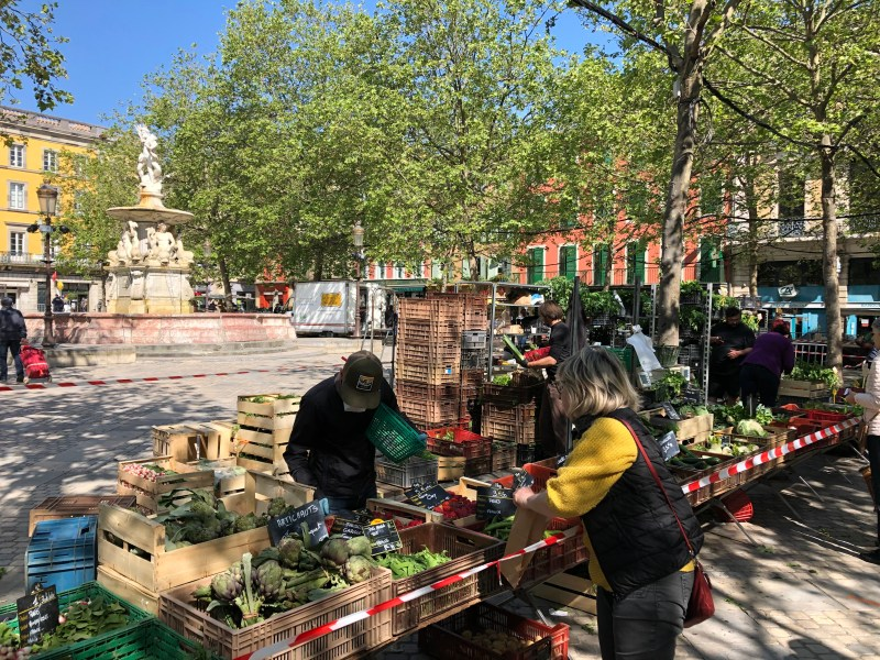 Carcassonne-farmers-market-on-Place-Carnot-staying-home-in-Carcassonne