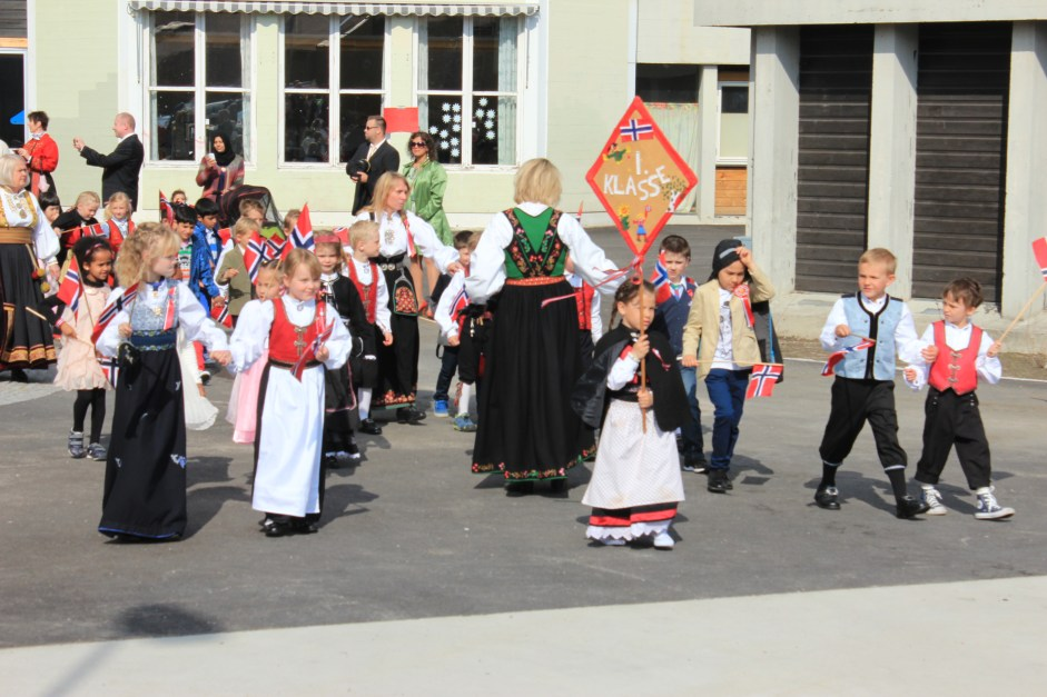 Little children marchingfrom-school-in-Skien-Norwegian Constitution Day