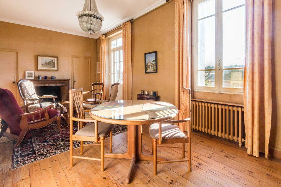Sunny spacious salon in apartments for rent in Carcassonne
