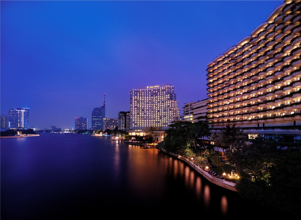 Facade of the Majestic Shangri-La Bangkok Hotel by the River