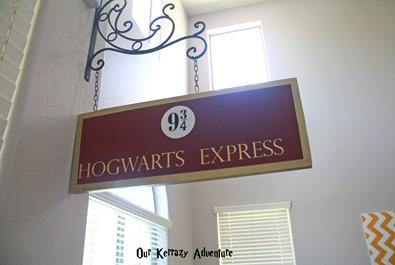 Harry Potter Decor Ideas- How to Make a Hogwarts Express Sign
