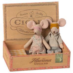 mor of far mus I cigaræske maileg our little toyshop