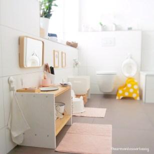 Montessori Toilette mit Sitzverkleinerer und Hocker