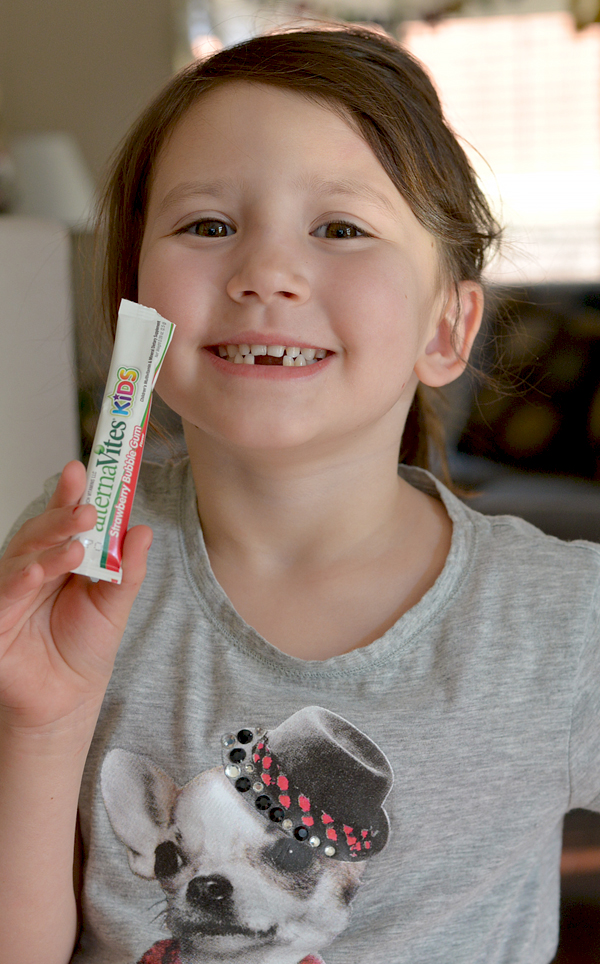 alternaVites Kids strawberry bubble gum vitamins (3)
