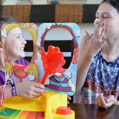 Family Game Night – Pie Face Showdown