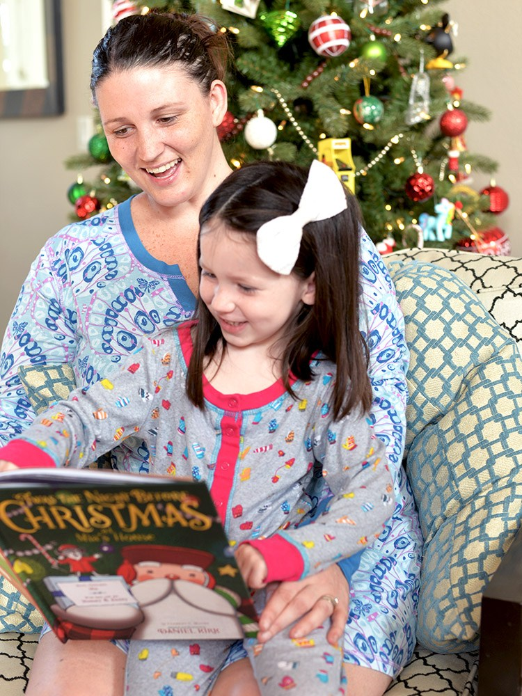 Holiday Traditions – Our Pajama Tradition with Munki Munki