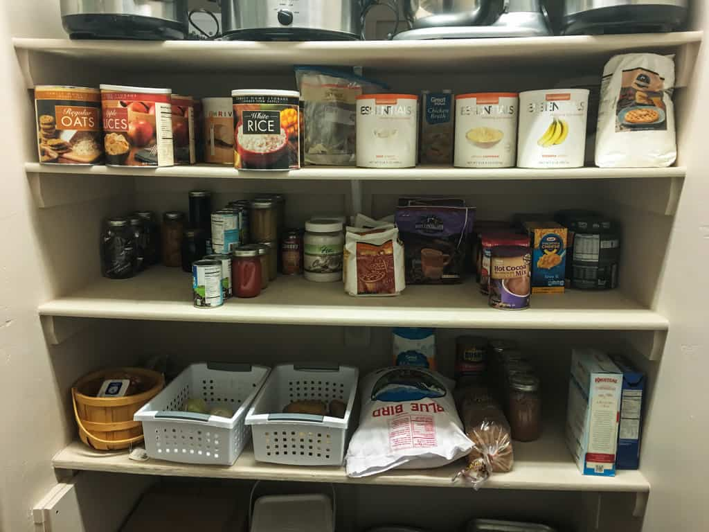 Do you have enough food for your family to survive an emergency? These food storage & Food Storage Tips to Get You Prepared | 3 Types of Emergency Food
