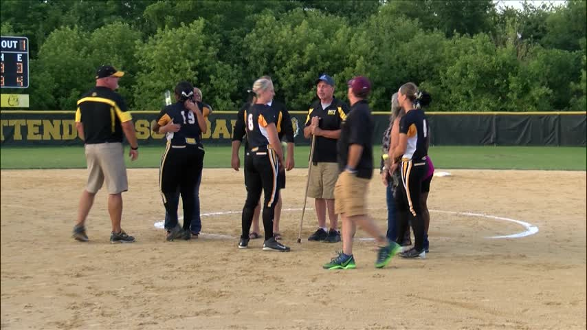Bettendorf Softball Cruises To 11-1 Win On Senior Night_20160630035206