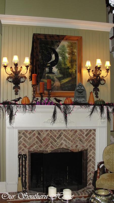 spooky-mantel1