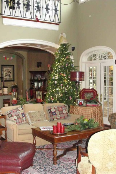 Family Room {Christmas Tour}