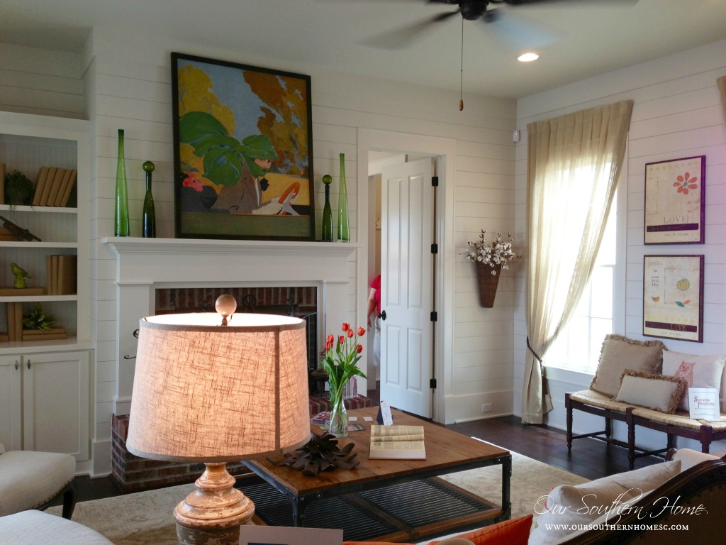 Good This Is The Cozy Family Room. It Is Open To The Kitchen And Dining Area. I  Really Like The Walls. They Really Looked Like A Type Of Cement Board, ...