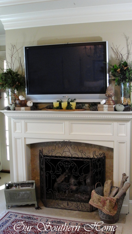 Thanksgiving-tv-mantel