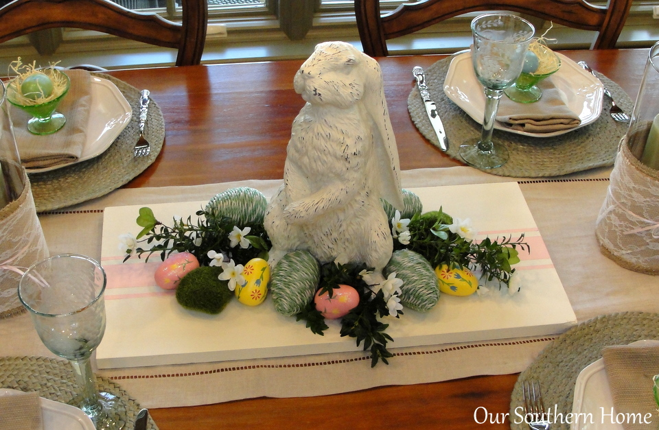 Casual Easter tablescpape by Our Southern Home #easter #eastertablescape