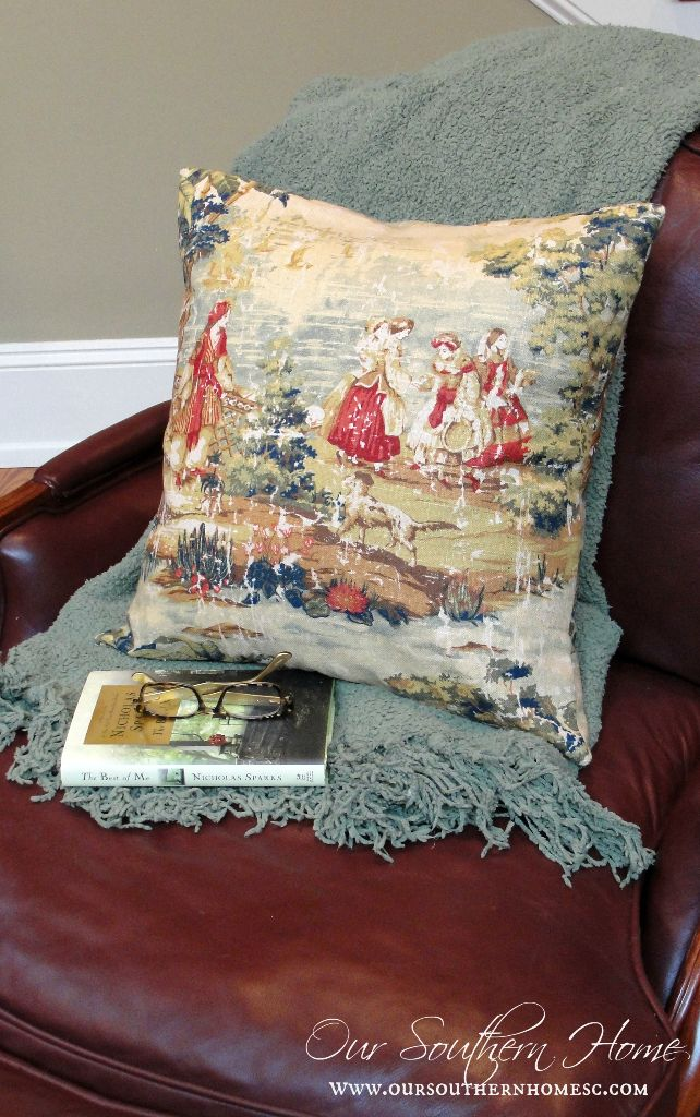 Simple toile envelope pillow tutorial for the beginner sewer via Our Southern Home #pillows #sewing