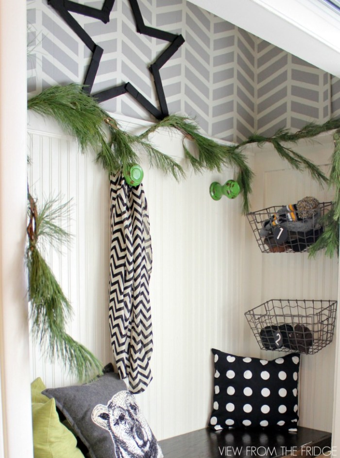 Black-White-Green-Modern-Christmas-Home-Tour-entry6