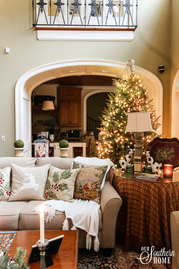 Christmas Home Tour with lots of traditional French farmhouse ideas! #$christmasdecor #frenchchristmas #christmastour