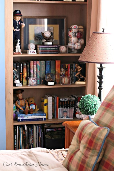 Decorating Bookcases for Teen Boys