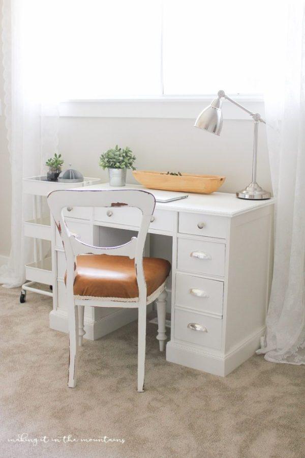 Farmhouse-Style-Leather-Chair