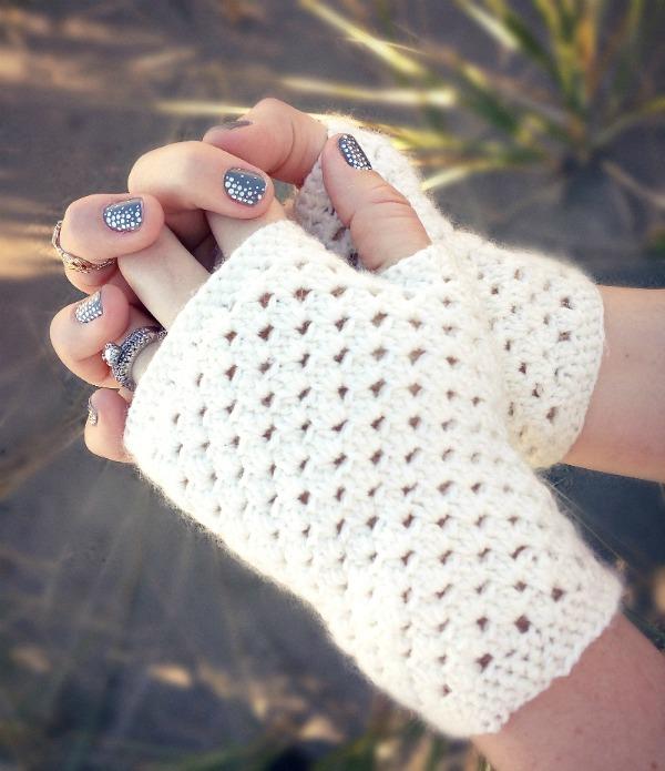 InsMonwhite_fingerless_gloves_free_crochet_pattern_1v2