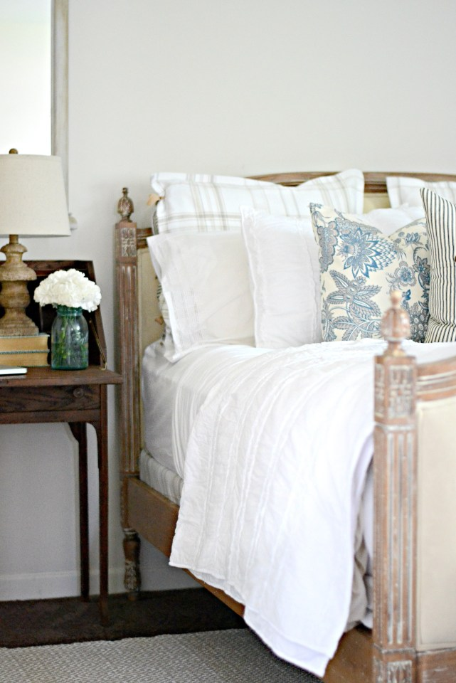 Make-your-own-pillow-cases-with-this-quick-no-sew-technique-from-The-Weathered-Fox