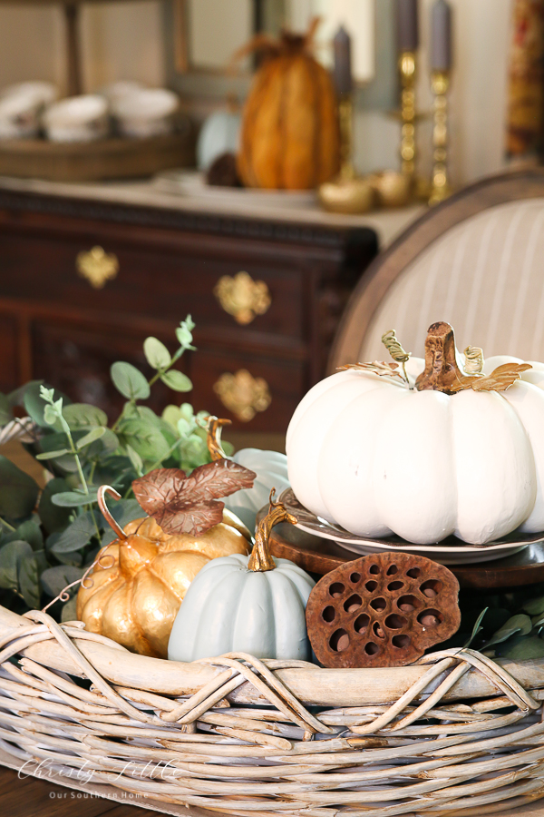 tray with pumpkins