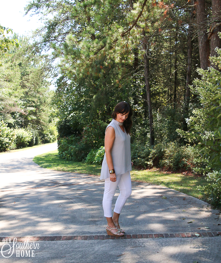 Loving this high low hemmed top that's less than $20!