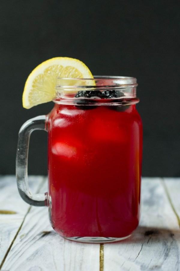 refreshing blackberry lemonade