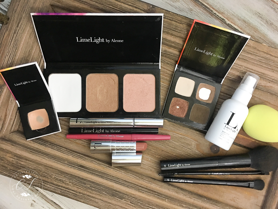 I love how compact these makeup products are for everyday use and travel!! Best makeup I've ever used. Minimal makeup look! #makeup #over40makeup #travelmakeup