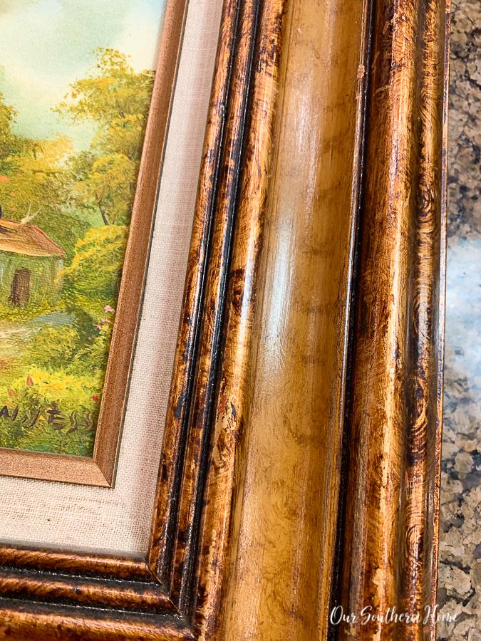 """frame """"width ="""" 675 """"height ="""" 900 """"data-pin-description ="""" Galeriewand mit einer Mischung aus neuen und Vintage-Landschaften! Vereinheitlichen Sie Bilderrahmen mit Farben wie Kreidefarbe und Rub 'n Buff. #gallerywall #thriftstoremakeover #rubnbuff #makeover #diy #frenchcountry #frenchfarmhouse #interiordecorating #decorating #interiordesign #staircase #staircasegallerywall """"srcset ="""" https://i1.wp.com/www.oursouthernhomesc/wp-content/wp thrift-store-frame-makeover-1301.jpg? w = 675 & ssl = 1 675w, https://i1.wp.com/www.oursouthernhomesc.com/wp-content/uploads/thrift-store-frame-makeover-1301 .jpg? resize = 225% 2C300 & ssl = 1 225w, https://i1.wp.com/www.oursouthernhomesc.com/wp-content/uploads/thrift-store-frame-makeover-1301.jpg?resize=641% 2C855 & ssl = 1 641w """"sizes ="""" (maximale Breite: 675px) 100vw, 675px """"data-jpibfi-post-url ="""" """"data-jpibfi-post-url ="""" https://www.oursouthernhomesc.com/picture- frame-makeover / """"data-jpibfi-post-title ="""" Picture Frame Makeover """"data-jpibfi-src ="""" https://i1.wp.com/www.oursouthernhomesc.com/wp-content/uploads/thrift-store -frame-makeover-1301.jpg? resize = 675% 2C900 & ssl = 1 """"data-recalc-dims ="""" 1 """"/></p> <p>Ich habe nur eine Schicht aufgetragen und nicht versucht, damit zu perfekt zu werden. Ich mochte einige der goldenen Töne, die durch das Schwarz kamen.</p> <p><img class="""