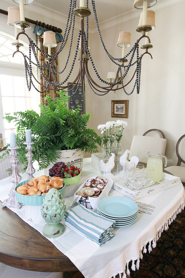 Trisha Yearwood Home Collection at Tractor Supply is affordable and oozing with vintage, farmhouse charm! Let's host a Simple Spring Party! #ad #TrishaAtTSC #tractorSupply #farmhouse #vintage