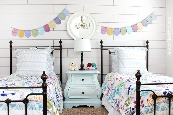 white-plank-wall-girls-bedroom