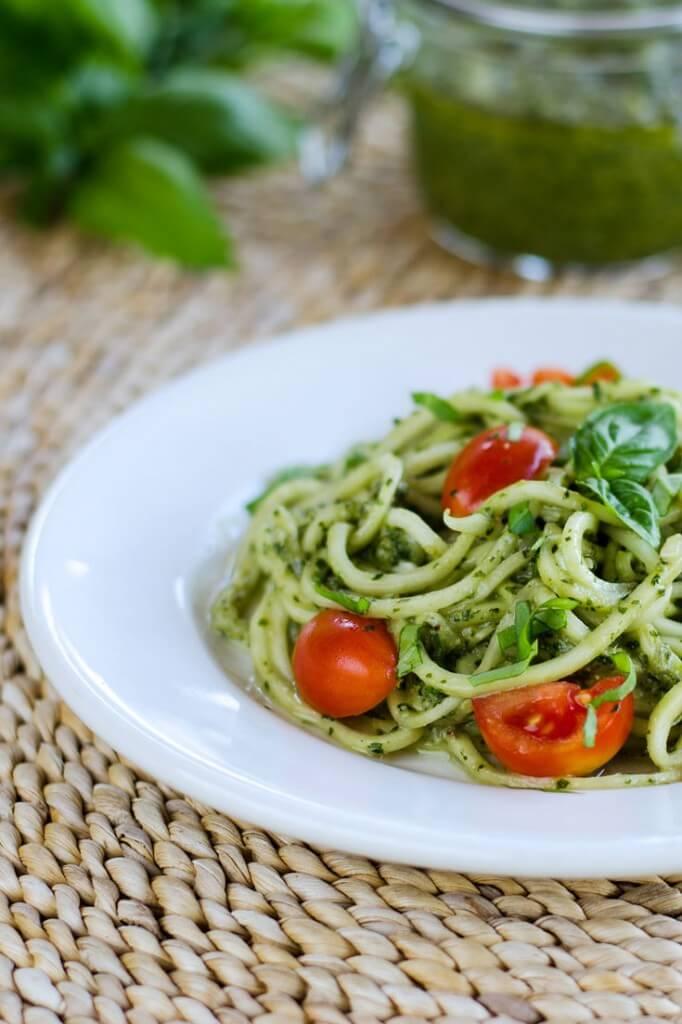 zucchini-pasta-pesto-735x1103-682x1024