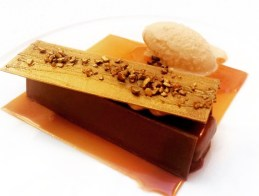 Crunchy Caramel Bar with Hazelnut Ice Cream