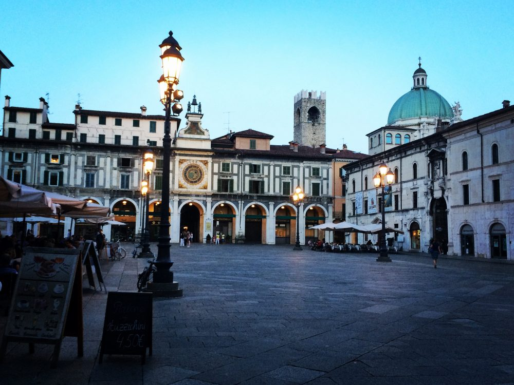 One thing to do in Brescia that cannot be missed is enjoying Piazza della Loggia at night. It is simply stunning!