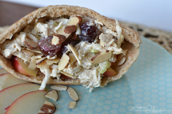 Apple & Chicken salad pitas made with orange almonds. The perfect idea for a Summer meal